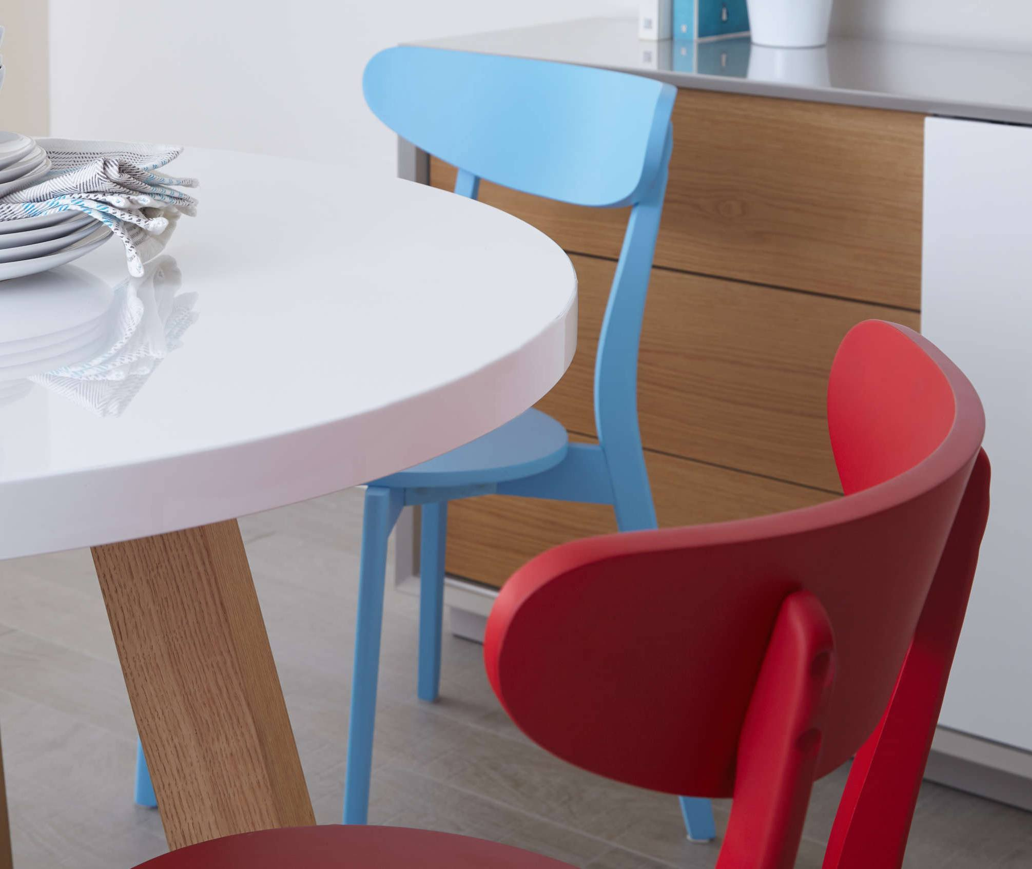 Mix and match dining set: Arc Oak and White Gloss and Senn Colourful Dining Set Danetti