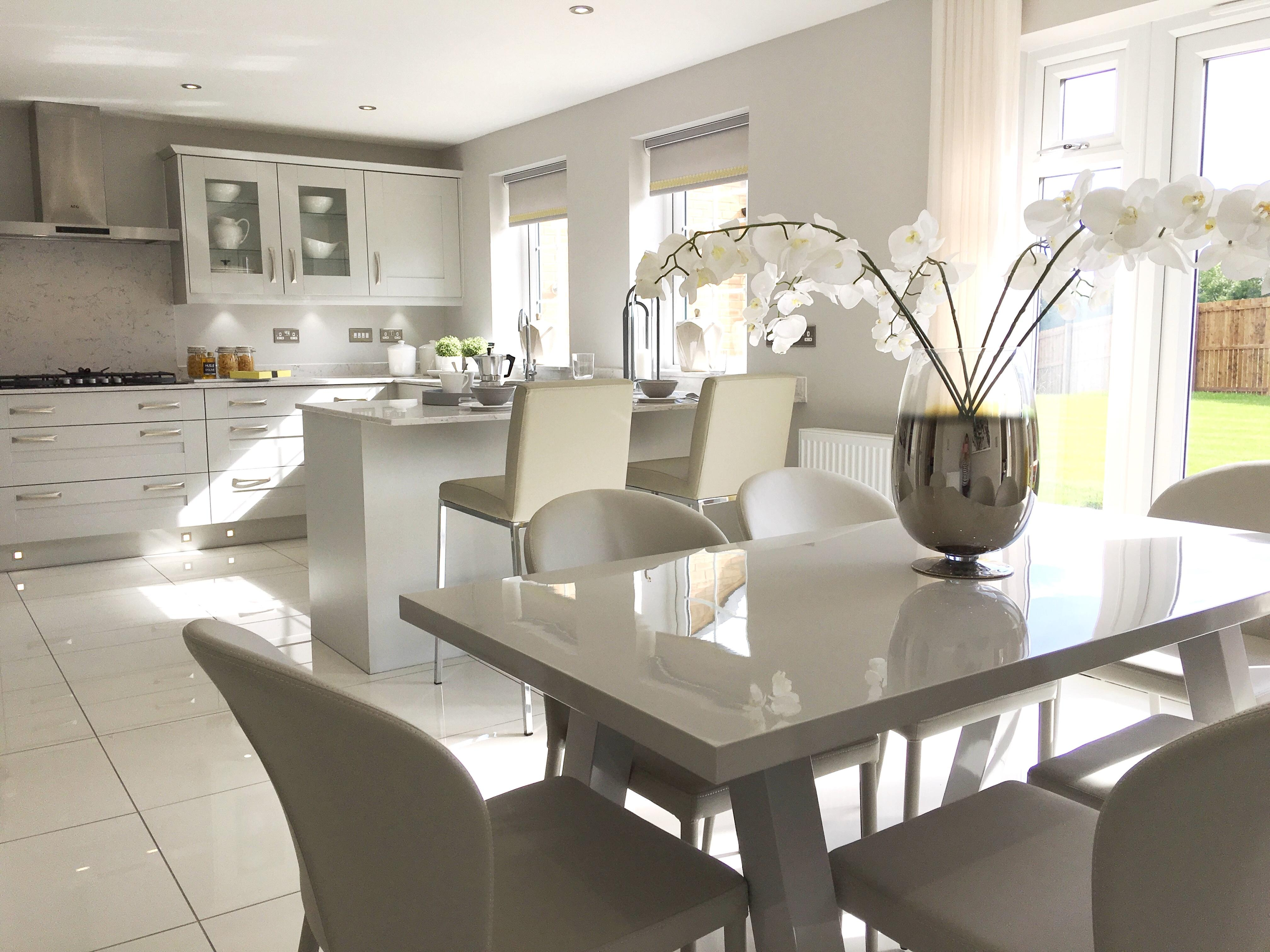 Louise has really made the most of this stunning open plan kitchen and dining area with the Elise Bar Stools, Santo Dining Chairs and Zen Grey Gloss 6 Seater Dining Table.