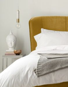 Mellow velvet bed in ochre