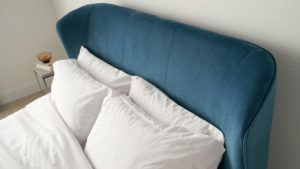 Mellow velvet bed in teal