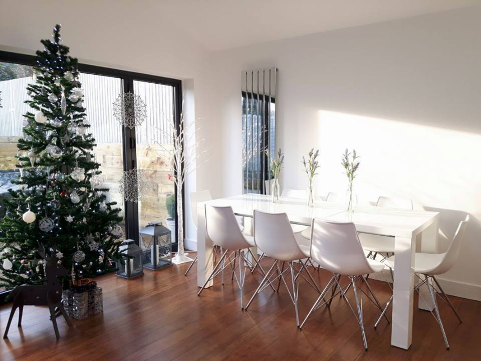 Christmas: Saras light and open dining area with the Fern and Stylo set is a nordic inspired dream! So clean and stylish.