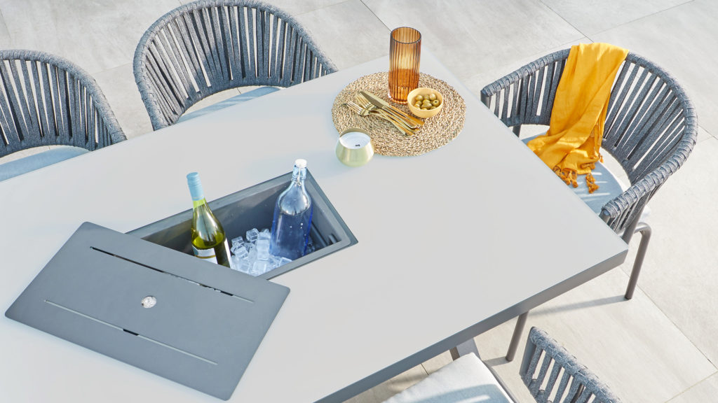 Rio dining table with removable ice bucket